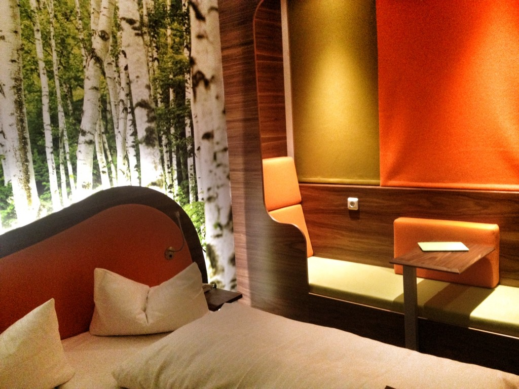 tested by fyt cocoon hotel in m nchen wenn budget designhotels auf orange gr n setzen. Black Bedroom Furniture Sets. Home Design Ideas