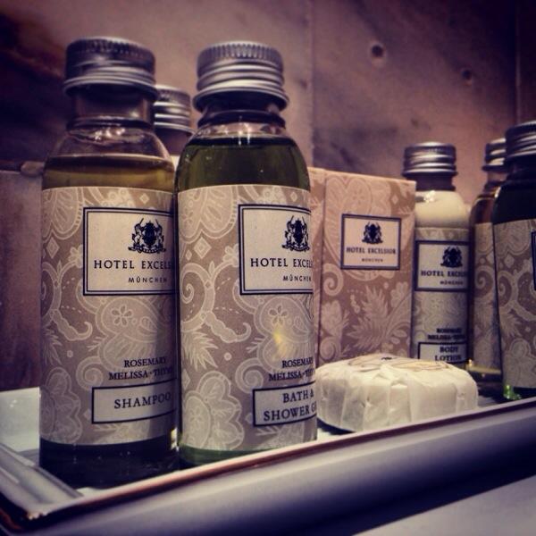 Ganz klassisch: Kosmetikprodukte im Hotel Excelsior in München