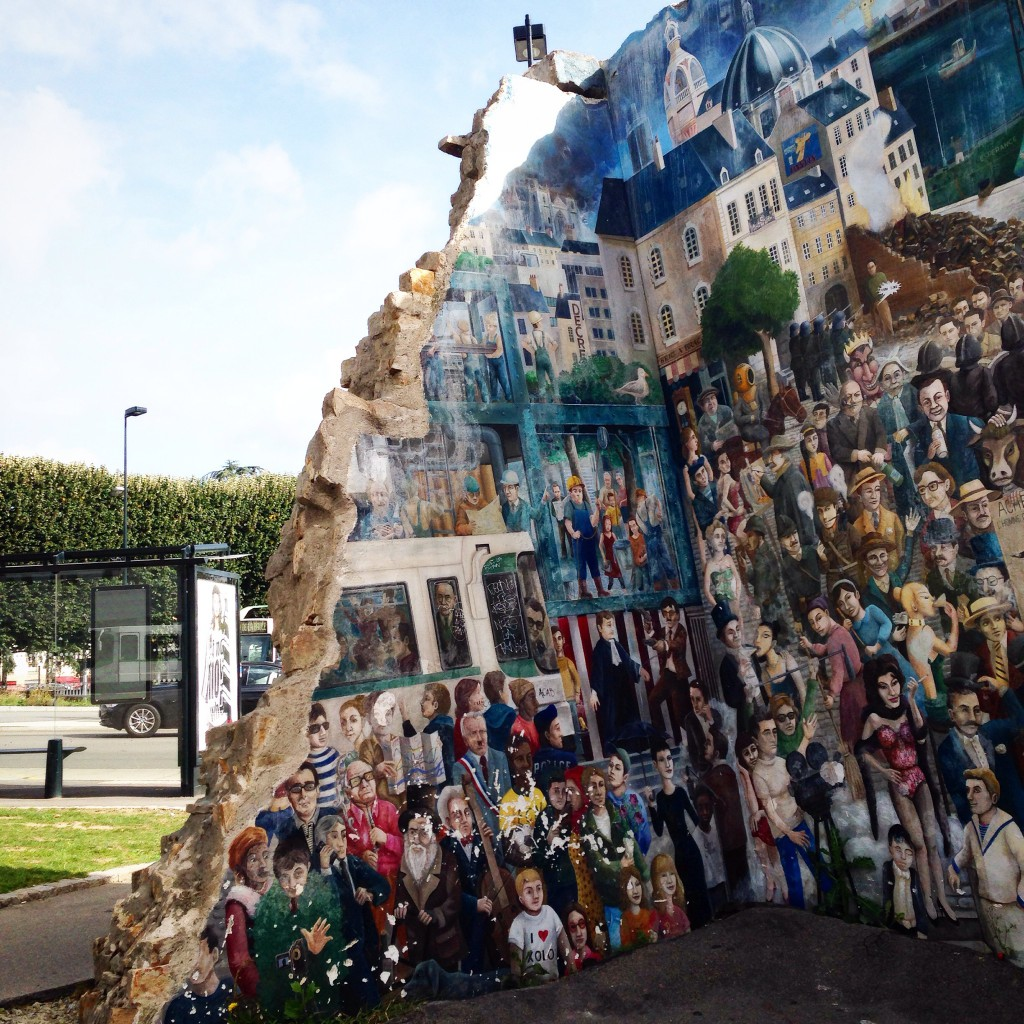 The wall fallen from the sky in Nantes