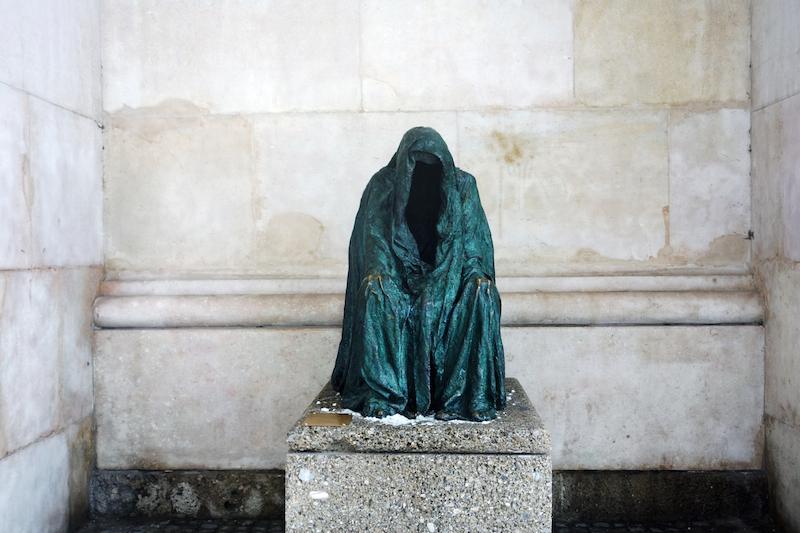 Die Pieta Statue Jedermann Domplatz Salzburg