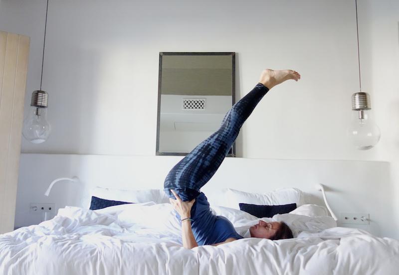 schulterstand yoga im hotel