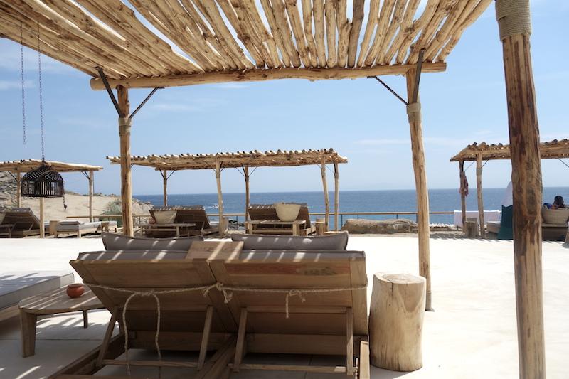 sonnenliegen scorpios beachclub mykonos