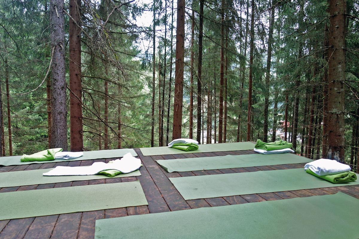 Yoga im Wald Hotel Forsthofgut Leogang