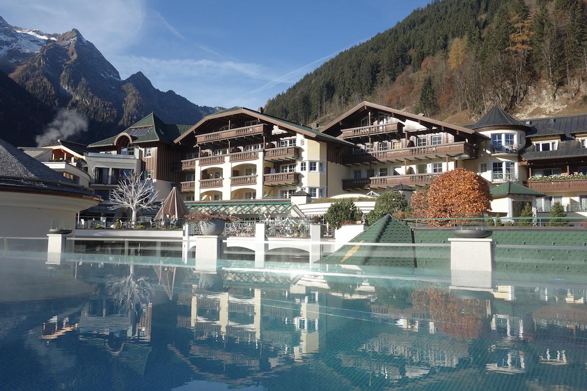 pool hotel stock zillertal