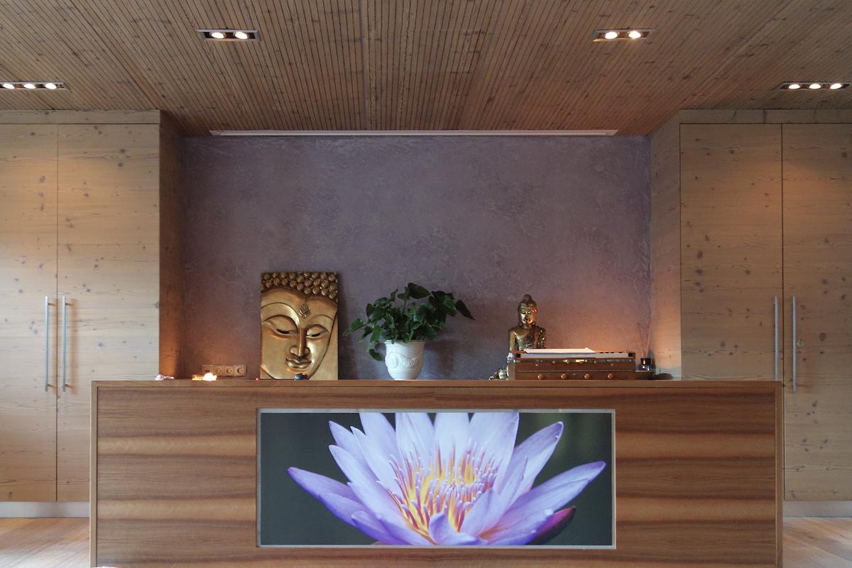 yogaraum hotel stock
