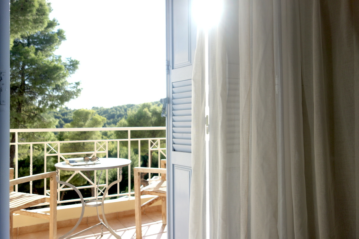 Tested by fyt beach bungalows suites hotel alonissos for Griechenland design hotel