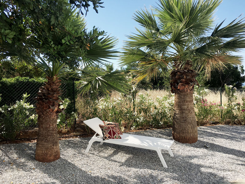 Garten-Sonnenliege-Villa-Zoe-Kreta