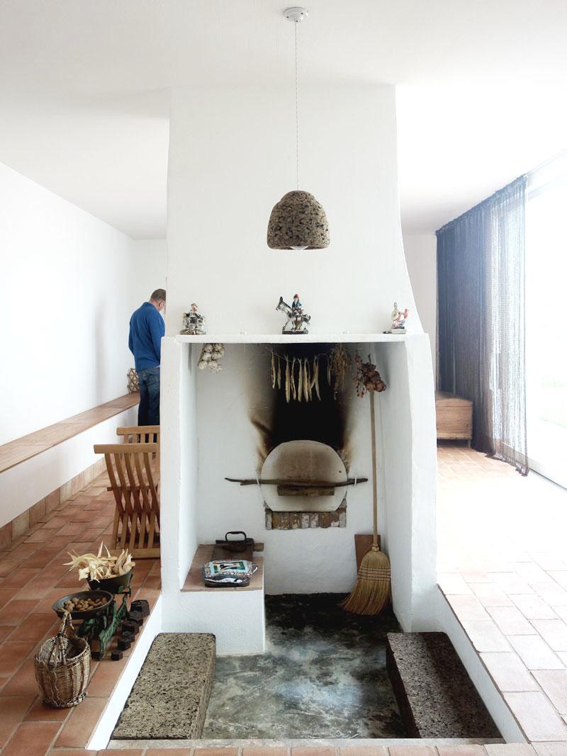 Kamin-Kueche-Casa-Modesta