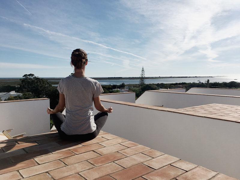 Meditation-Dachterrasse-Casa-Modesta-Algarve
