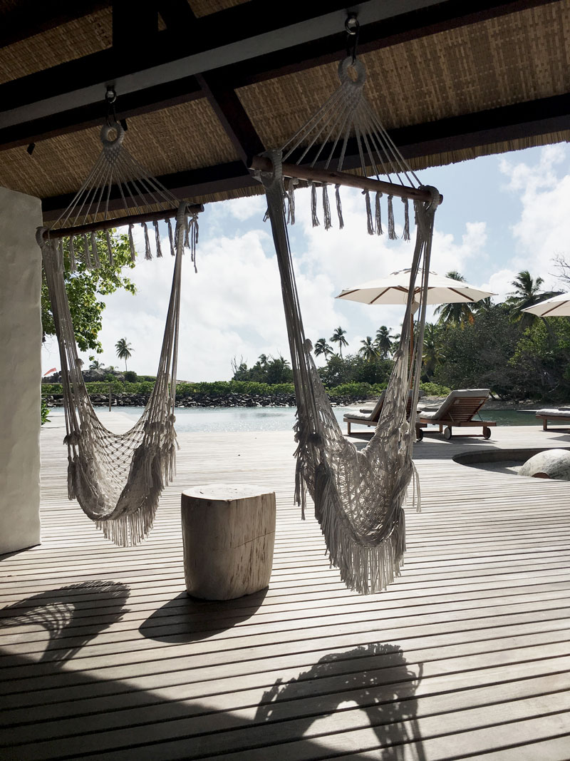 Hammocks-Bar-Six-Senses-Seychellen