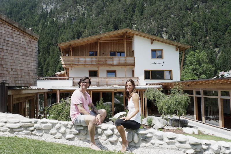 Jeanette-mit-Volker-Mehl-aufatmen-Tirol