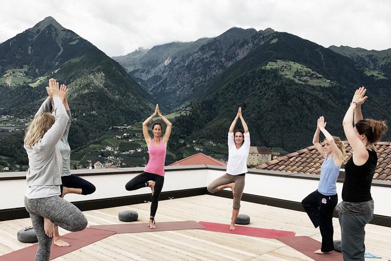 Yoga-Hotel-Dachterrasse-Suedtirol