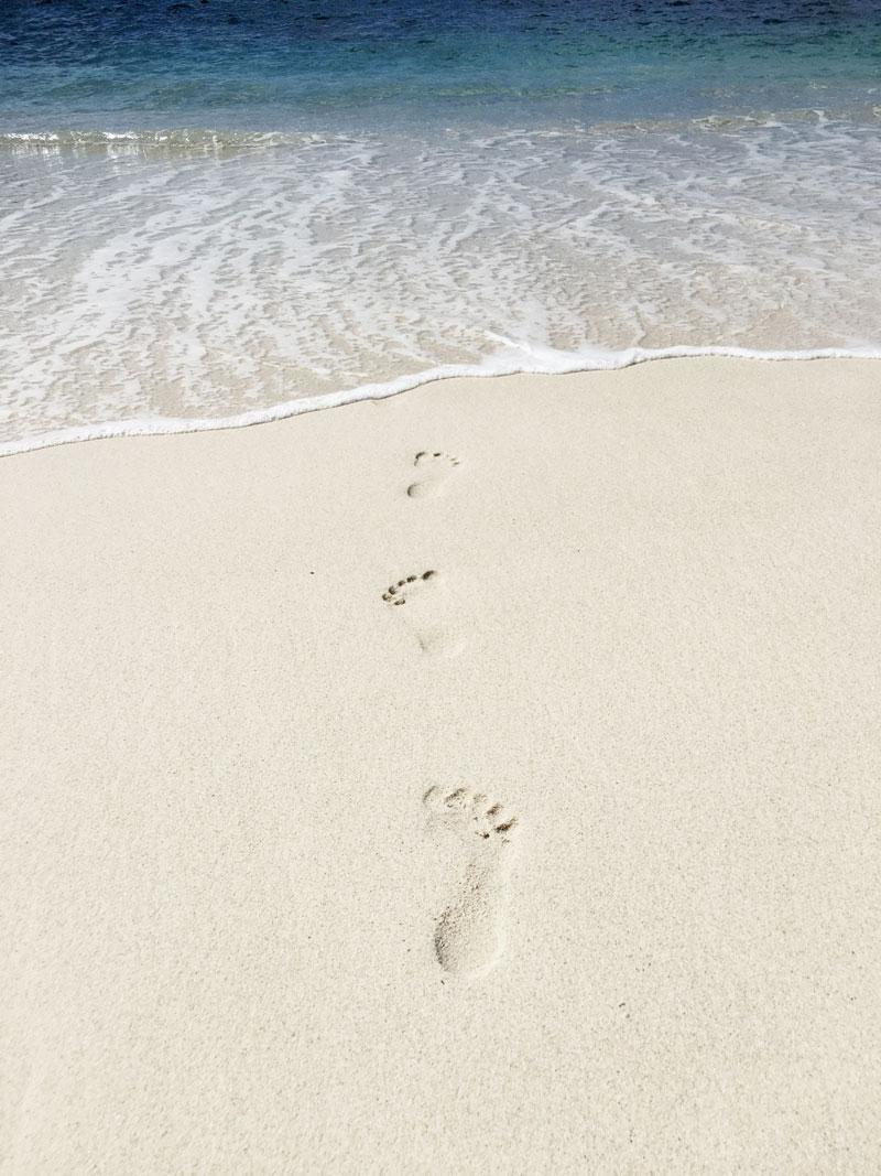Spuren-im-Sand-Seychellen