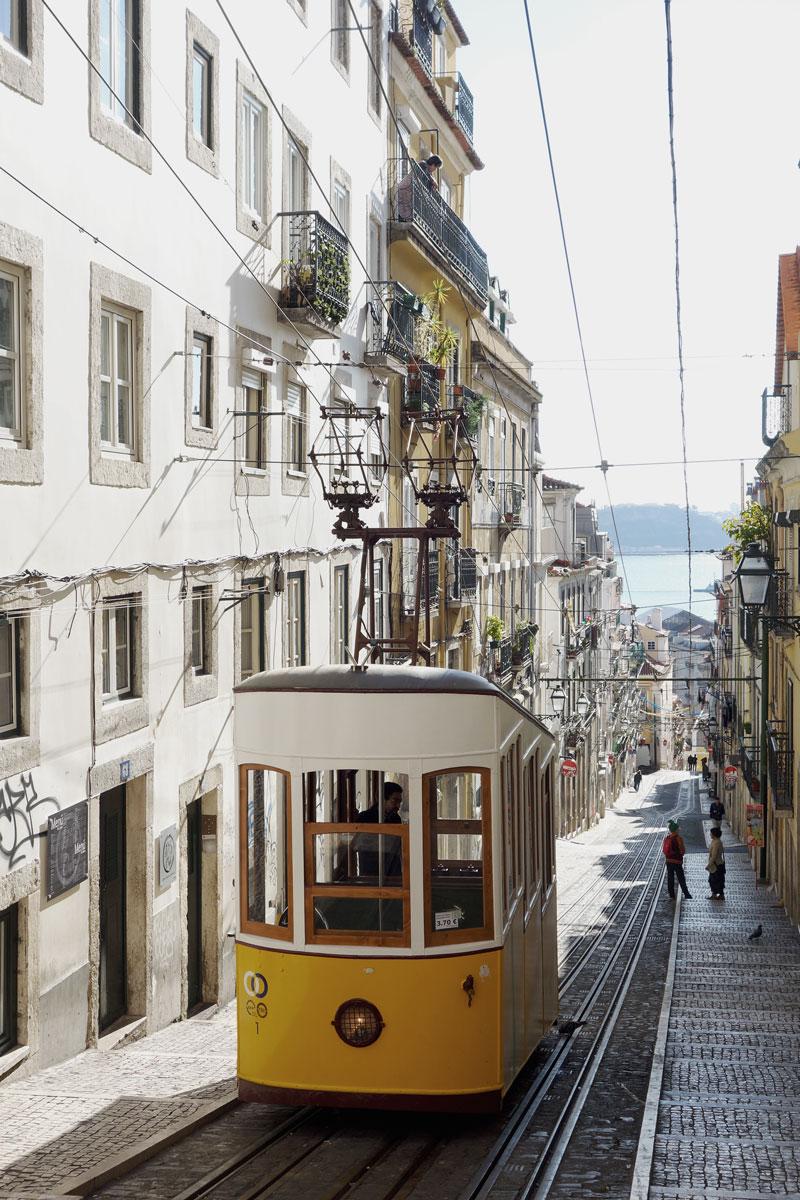 Strassenbahn Lissabon Meerblick